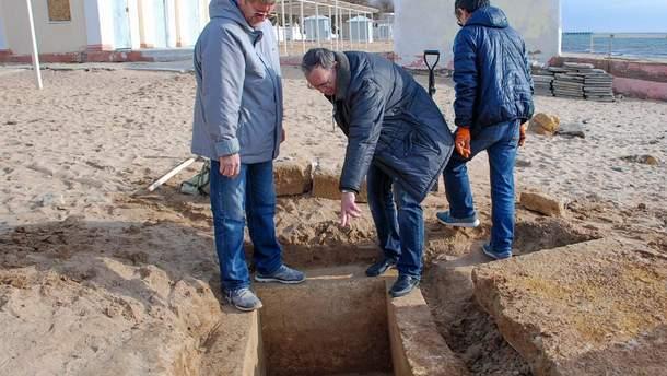 В Евпатории нашли древнюю могилу