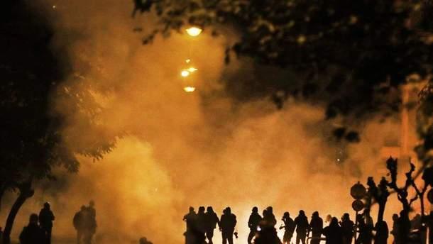 В Греции в результате столкновений протестующих с полицией пострадали люди