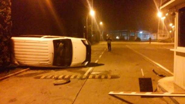 На границе с Молдовой при попытке прорыва перевернулся автомобиль