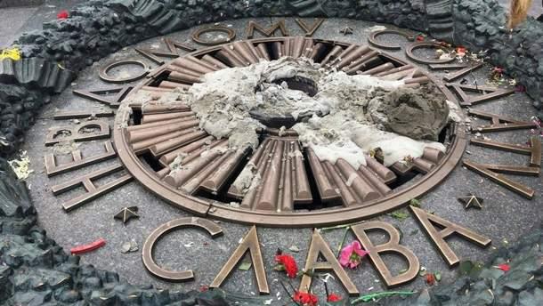 В столице вечный огонь во второй раз залили цементом