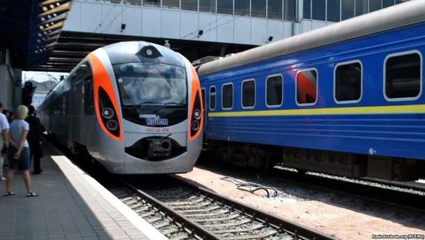 Видео кончила поезда на полис