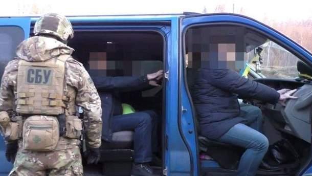 Таможенников на Львовщине задержали на взятке