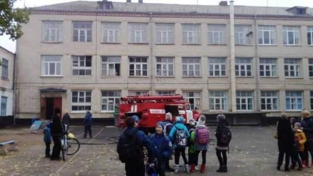 У Києві під ранок горіла школа
