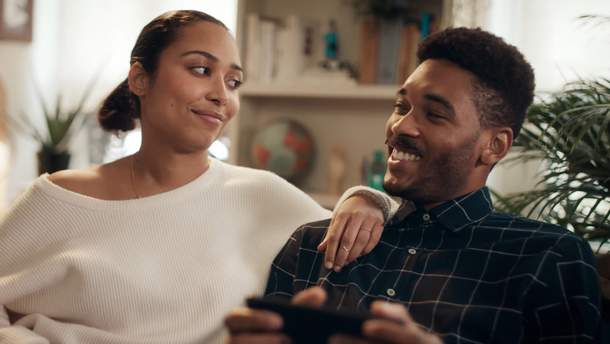 Motorola також зняла жартівливий ролик про недоліки iPhone та Samsung