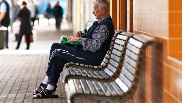 Німецького пенсіонера оштрафували за відпочинок на зупинці