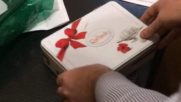 Взятка в коробке из-под конфет