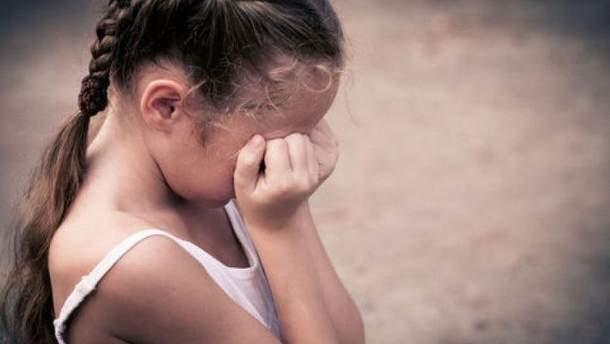 В Днепре пьяный товарищ отца ударил его дочерей