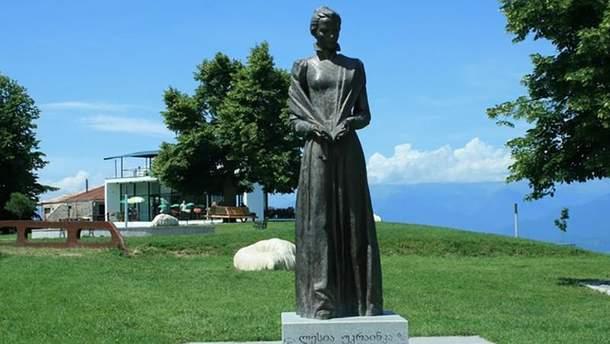Памятник Леси Укранци в Грузии