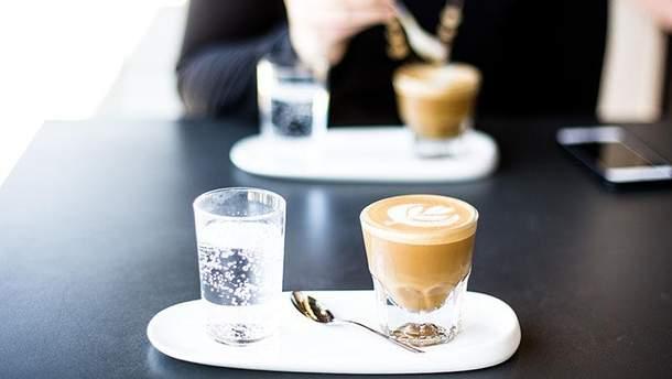 Хто повинен платити за каву на першому побаченні