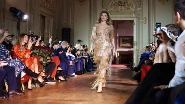 Алла Добкина вышла на подиум в откровенном платье