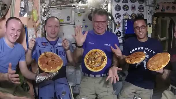 Астронавты приготовили пиццу в космосе