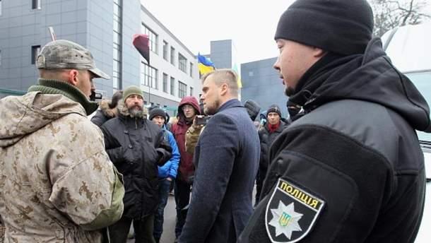 Активисты блокируют телеканал NewsOne