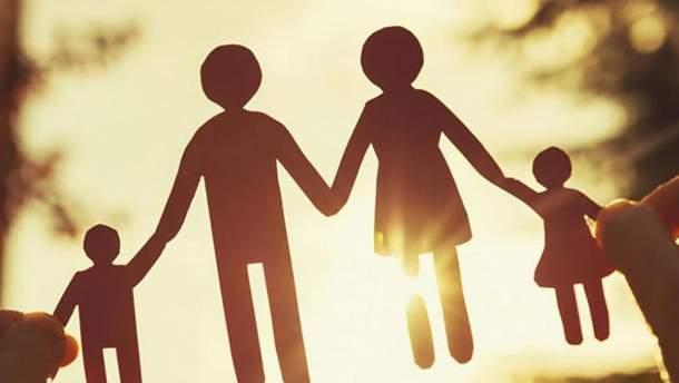 В браке и с детьми: украинская молодежь рассказала, каким видит свое будущее