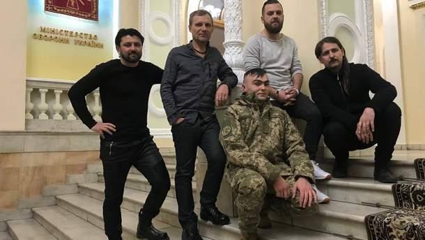 """Учасники кліпу """"Марш Нової Армії"""" на заході у Міноборони"""