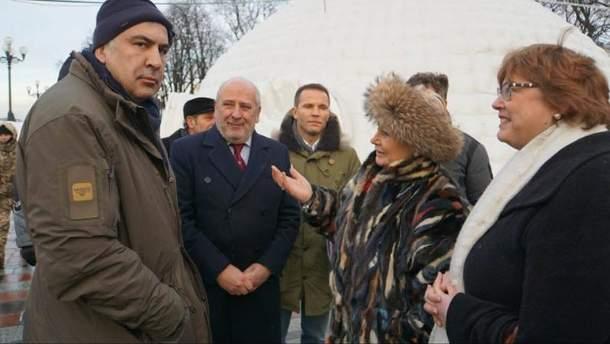 Міхеїл Саакашвілі в наметовому містечку біля Верховної Ради