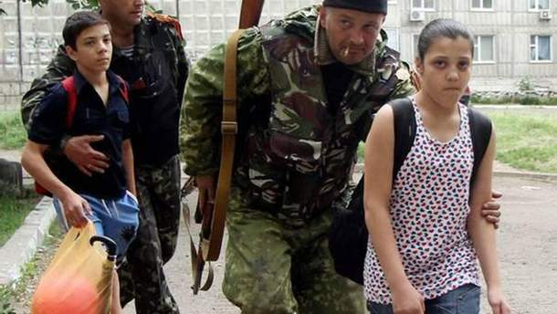 Бойовики ховаються за спинами дітей