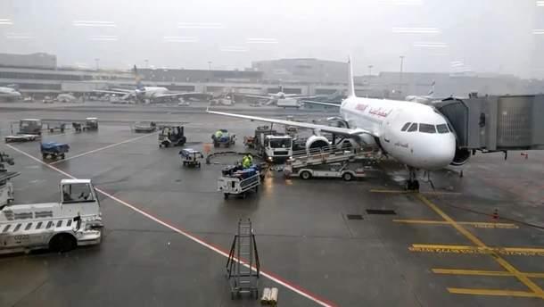 Через потужний снігопад скасували сотні авіарейсів у Європі