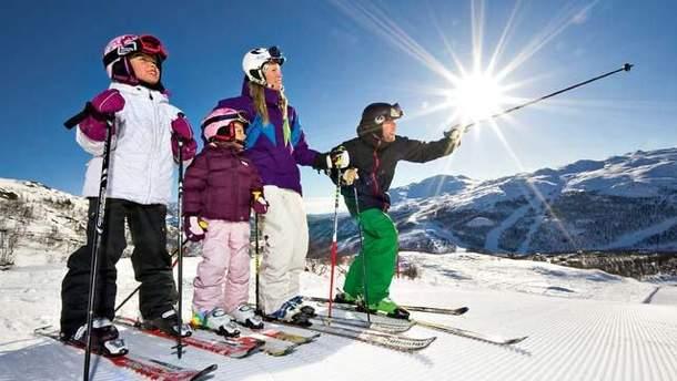 Поїхати кататись на лижах всією сім'єю