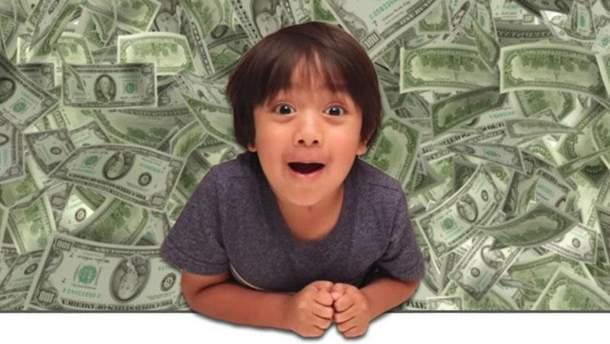 6-річний хлопчик розбагатів завдяки каналу на YouTube