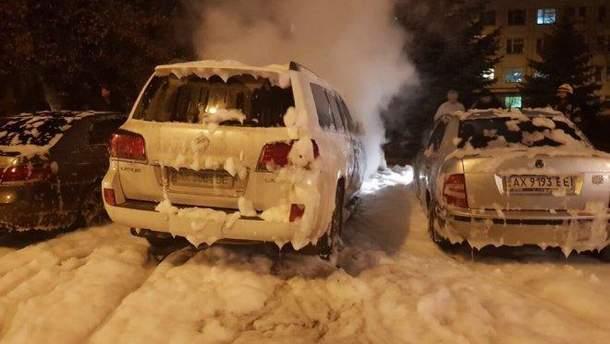 Рядом с автомобилем мужа судьи Муратовой были припаркованы и другие автомобили, которые в итоге также пострадали