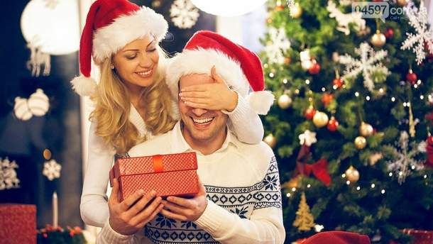 Що подарувати хлопцю на Новий рік 2020: ідеї подарунків, які сподобаються коханому
