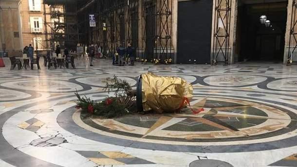 В Неаполе украли елку
