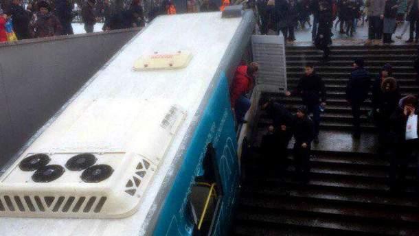 У  Москві автобус наїхав на людей у підземному переході