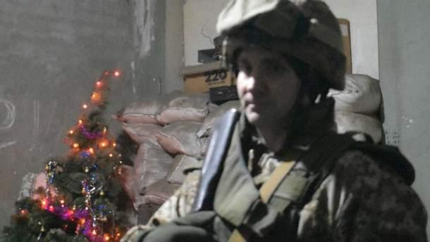 """Новорічна ніч в АТО: військові показали скромний """"бенкет"""" на фронті"""