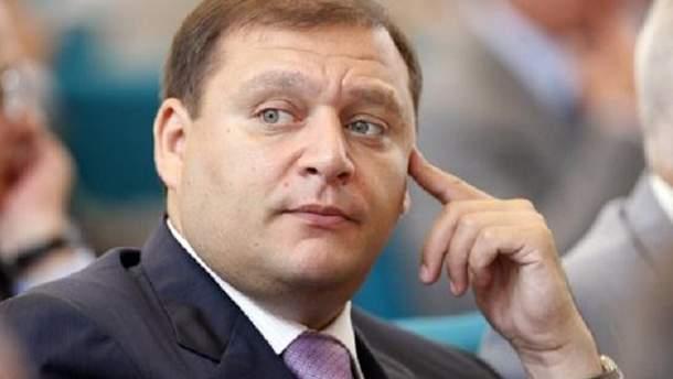 Добкін розповів, що Луценко досі не повернув йому закордонний паспорт