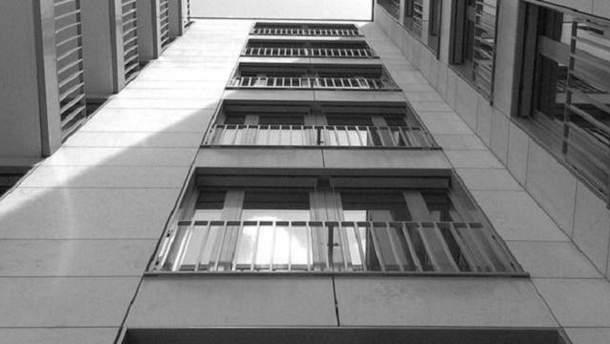 В Киеве мужчина выпрыгнул с 13 этажа