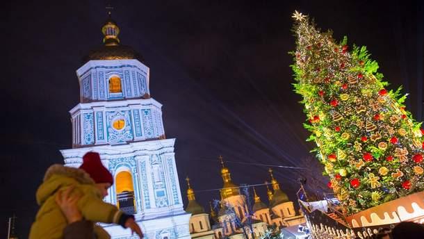 Новорічні ялинки найбільших міст України в одному відео