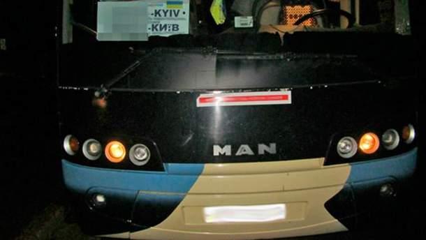 Чоловік погрожував підірвати гранату у автобусі