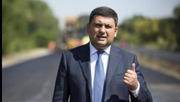 Гройсман показал отремонтированные дороги в Украине
