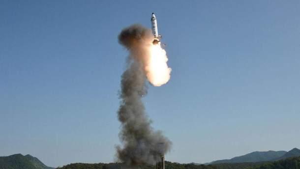 В КНДР обломки ракеты упали на город