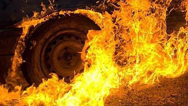 В центре Санкт-Петербурга загорелся автобус