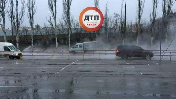 Київську вулицю заливає окропом