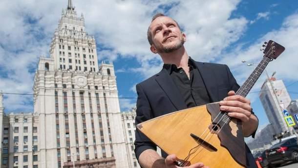 В России зарезали популярного музыканта Дмитрия Калинина