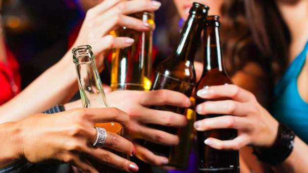 Школьница из Киева попала в больницу после пива с коньяком