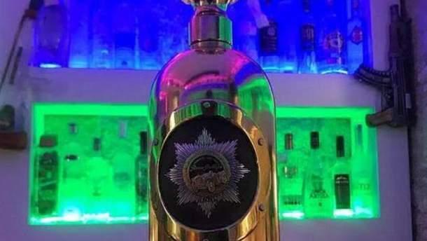 Бутылка водки из золота и серебра