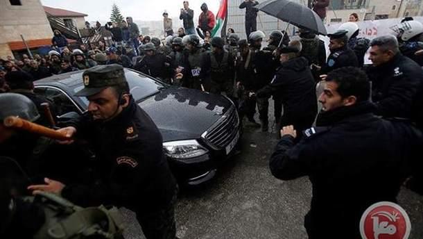 Напад у Вифлеємі на автомобіль патріарха Єрусалимського Феофіла III