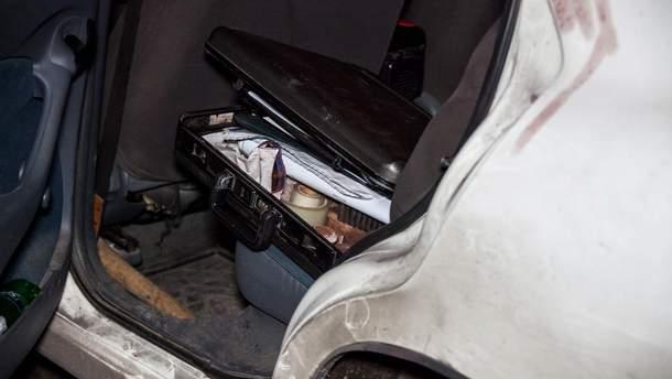 В Днепре неизвестный порезал таксиста и похитил его машину