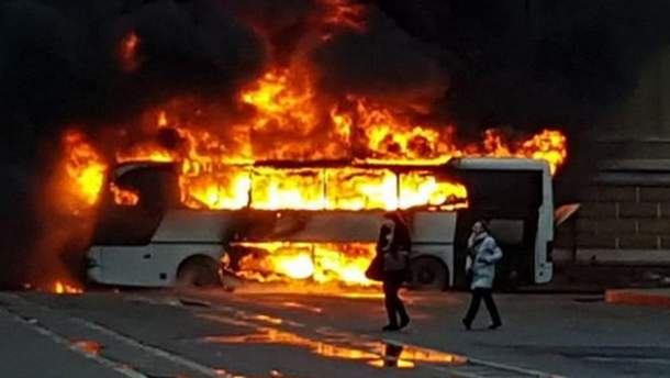 У Грузії згорів пасажирський автобус, в якому їхали росіяни