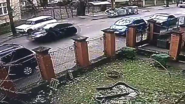 Женщина сбила полицейского в Львове