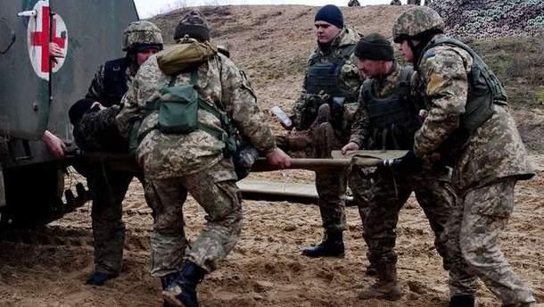 Один із трьох поранених у зоні АТО військових перебуває у важкому стані, – Міноборони