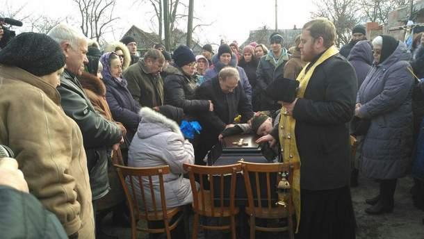 Батько Ноздровської не стримався на похороні