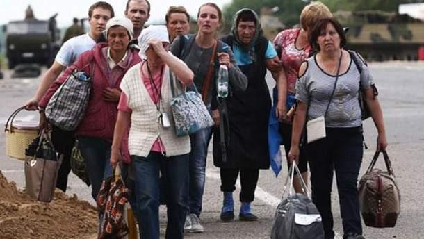 """Прем'єр Польщі поговорив з Юнкером про """"десятки тисяч утікачів від війни в Україні"""""""