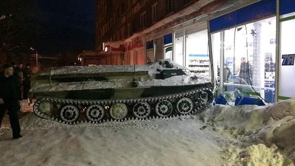 Россиянин угнал бронетранспортер