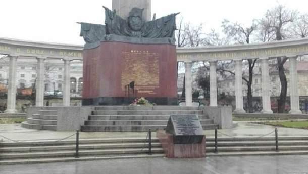Осквернили памятник советским воинам
