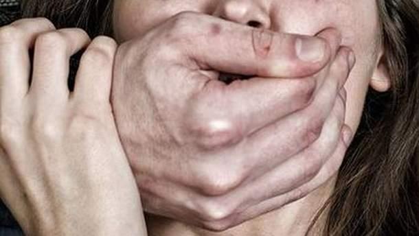 Убийца, пригрозив расправой, изнасиловал школьницу в Краматорске