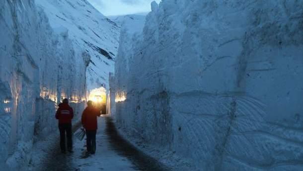К заблокированным курортов в Альпах начали курсировать поезда